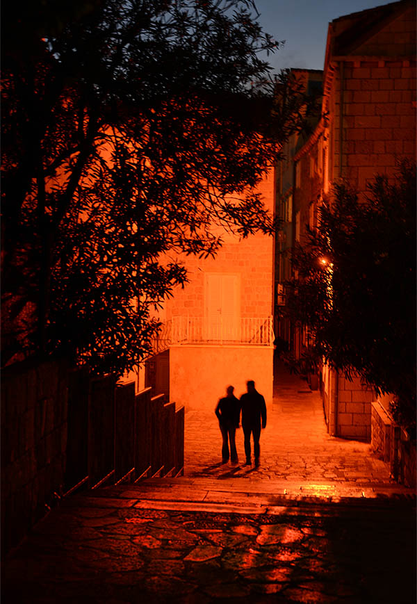 Dubrovnik_Couple_at_Night