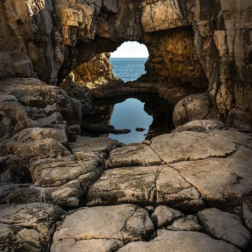 Dubrovnik_Hole_in_Rocks_close_1024px