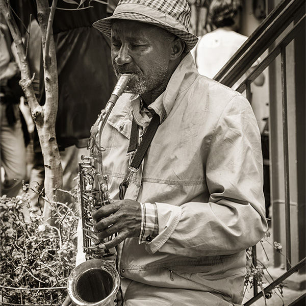 Sax player, Woodstock Market