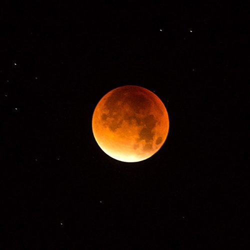 Eclipse with long exposure - red moon