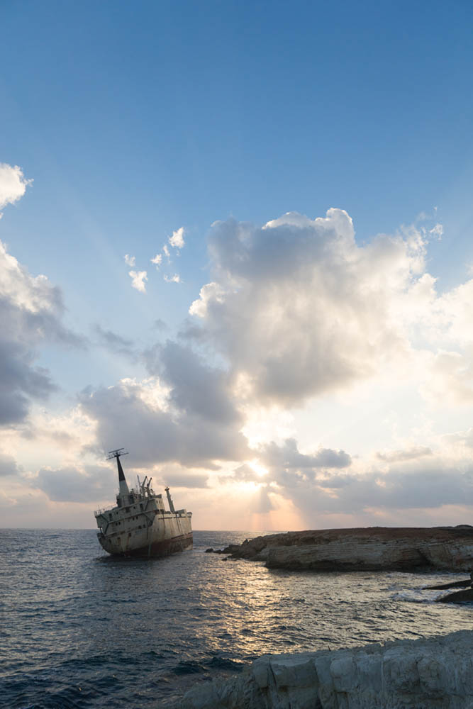 exposure compensation ship wreck cyprus correct exposure
