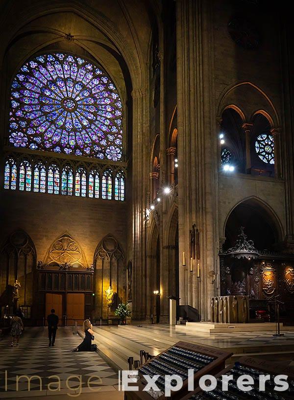 Notre Dame worshipper Paris